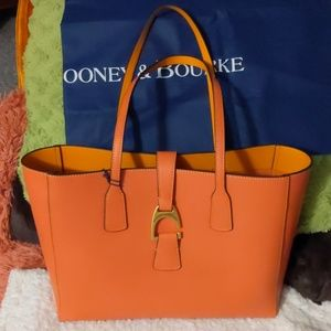 Nwt Dooney & Bourke shoulder